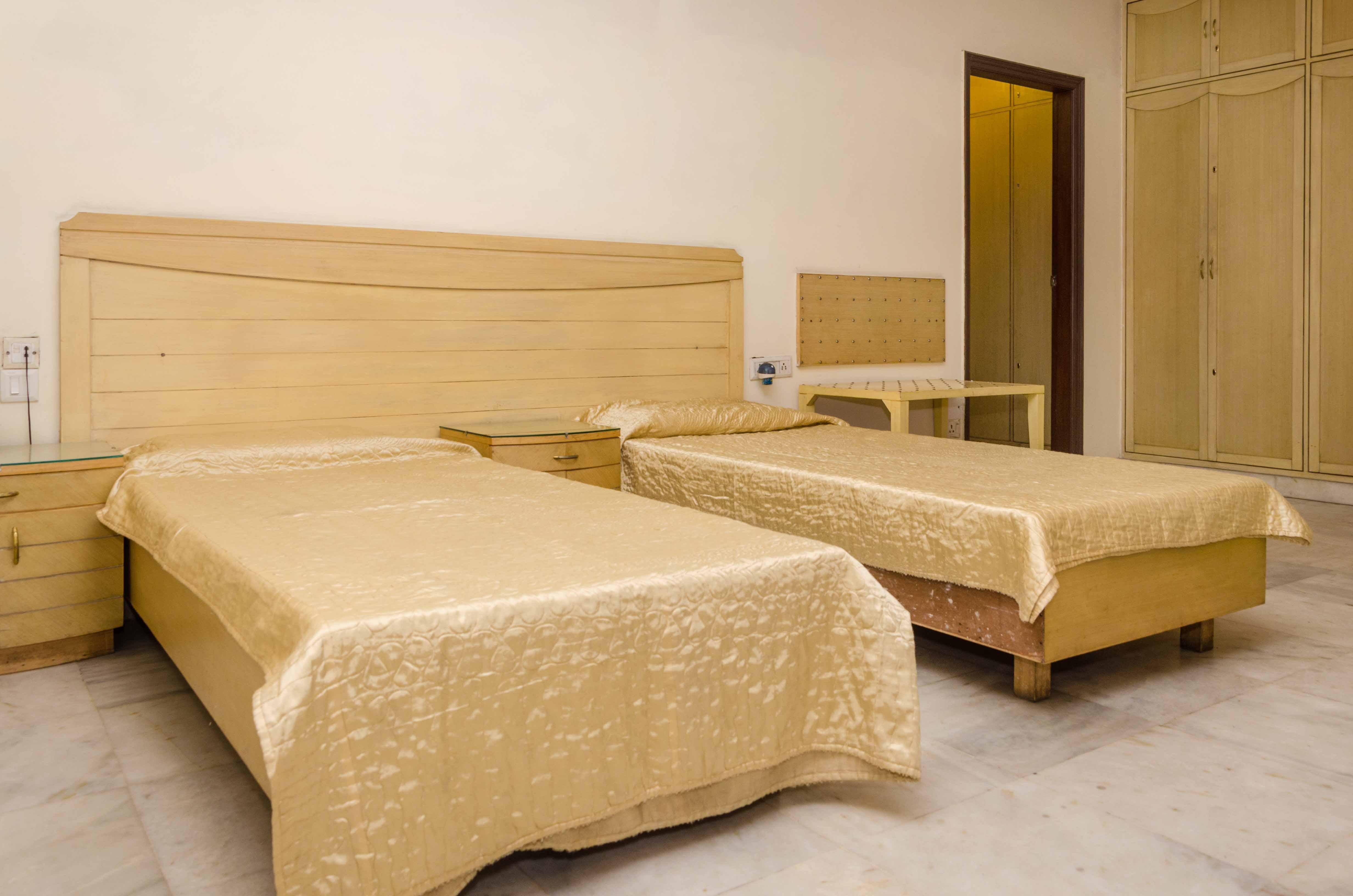 Studio Private Rooms For Men At ₹12000 In New Friends Colony, Delhi